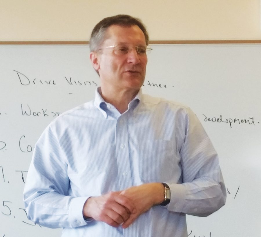 Rob+Larson+teaches+a+bussiness+class.