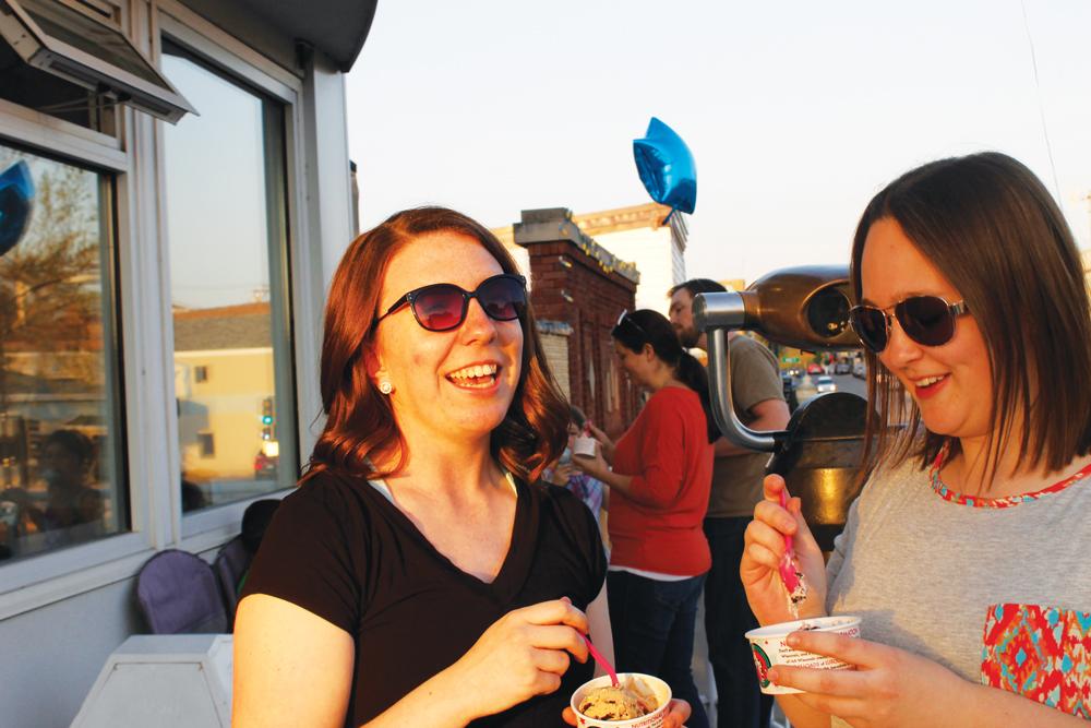++Kelli+Gapinski+%28%E2%80%9817%29+and+Stephanie+Duregger+%28%E2%80%9817%29+enjoy+ice+cream+during+the+Sugar+Bowl+Meet+and+Greet.