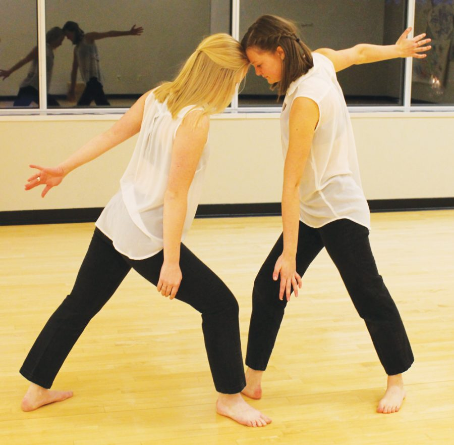 Haley+Steffen++%28%E2%80%9819%29+and+Lindsey+Ahlers+%28%E2%80%9818%29+dance+in+the+Center+for+the+Arts.+