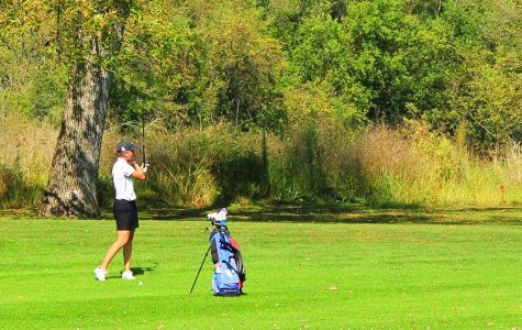 Women's Golf tees off season with big win