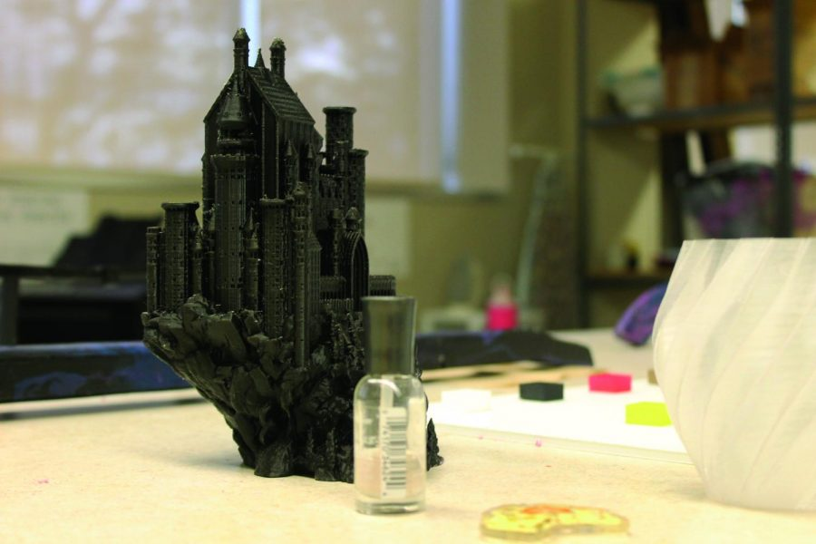 A+3D+printed+model+of+Harry+Potter%E2%80%99s+Hogwarts+in+the+Luther+College+makerspace.