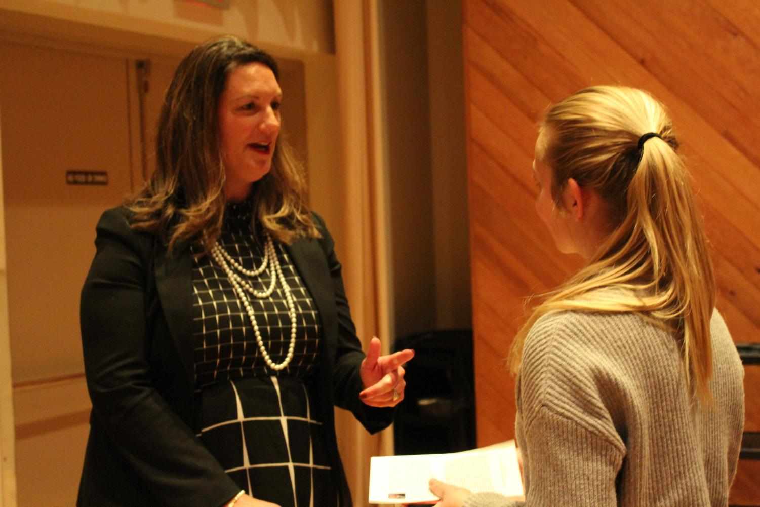 Anjela A. Shutts ('93) connects with Cassidy Kahl ('21) at the reception following the discussion.