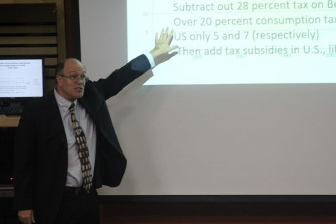 Speaker compares social welfare systems