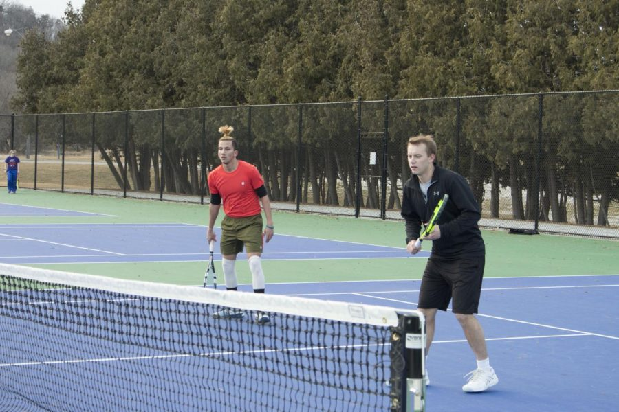 Sakchham+Karki+%28%E2%80%9821%29+and+Brian+Murman+%28%E2%80%9819%29+practice+doubles+on+the+tennis+courts.