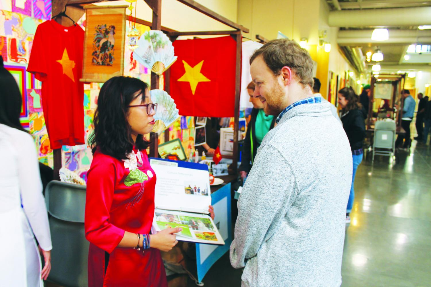 Minh Anh Nguyen ('20) shares information about Vietnam with Geoffrey Dyck ('18) at the Ethnic Arts Festival.