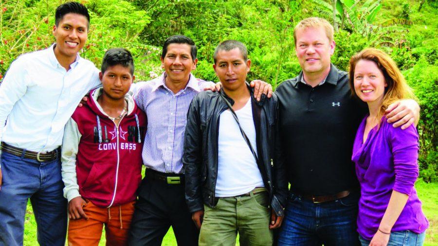 Left+to+right%3A+Ervin+Liz+%28%E2%80%9817%29%2C+his+neighbor+Manuel+Andela%2C+Ervin+Liz%E2%80%99s+father+Isidro+Liz%2C++Colombian+Coffee+Connection%E2%80%99s+main+farmer+Misael+Muse%2C+Jon+Baklund%2C+and+Tara+Baklund.+