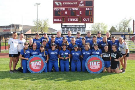 Softball finishes first in IIAC tournament