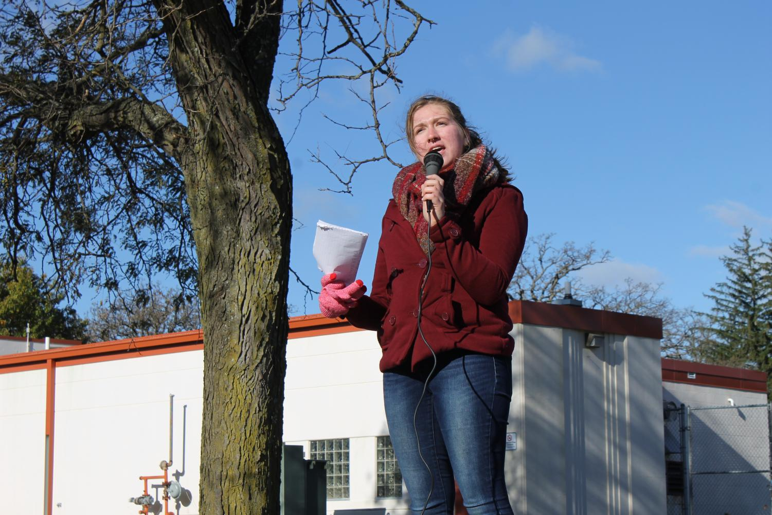 Jacey Davis ('21) organized and spoke at Luther's NEDA walk on Oct. 20.
