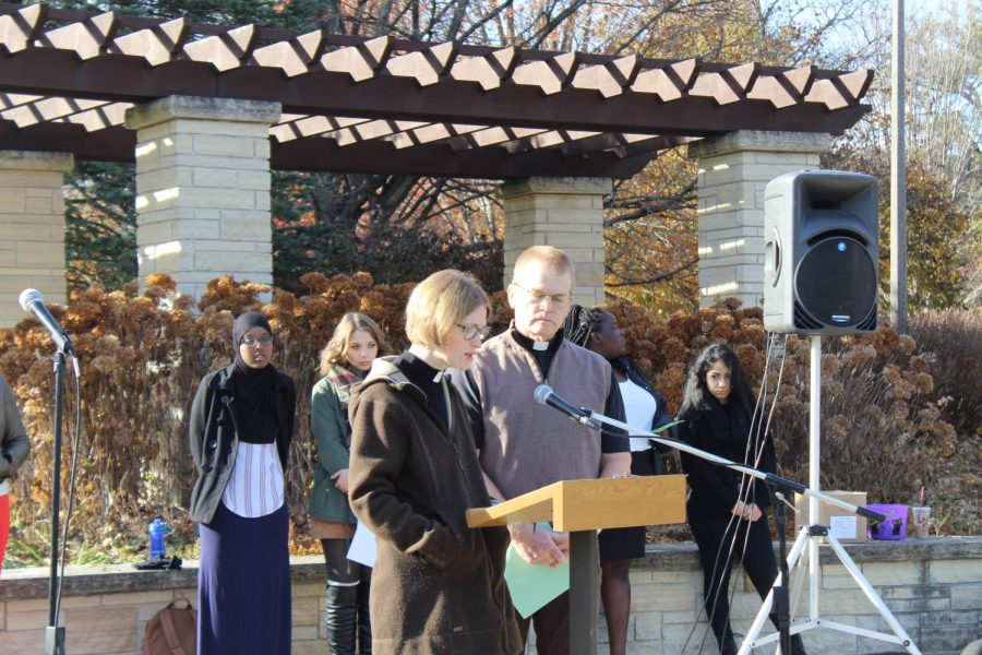 College+Pastors+Mike+Blair+and+Anne+Edison-Albright+spoke+at+the++vigil+organized+by+College+Ministries+and+Interfaith+in+Action+on+Thursday%2C+Nov.+1.