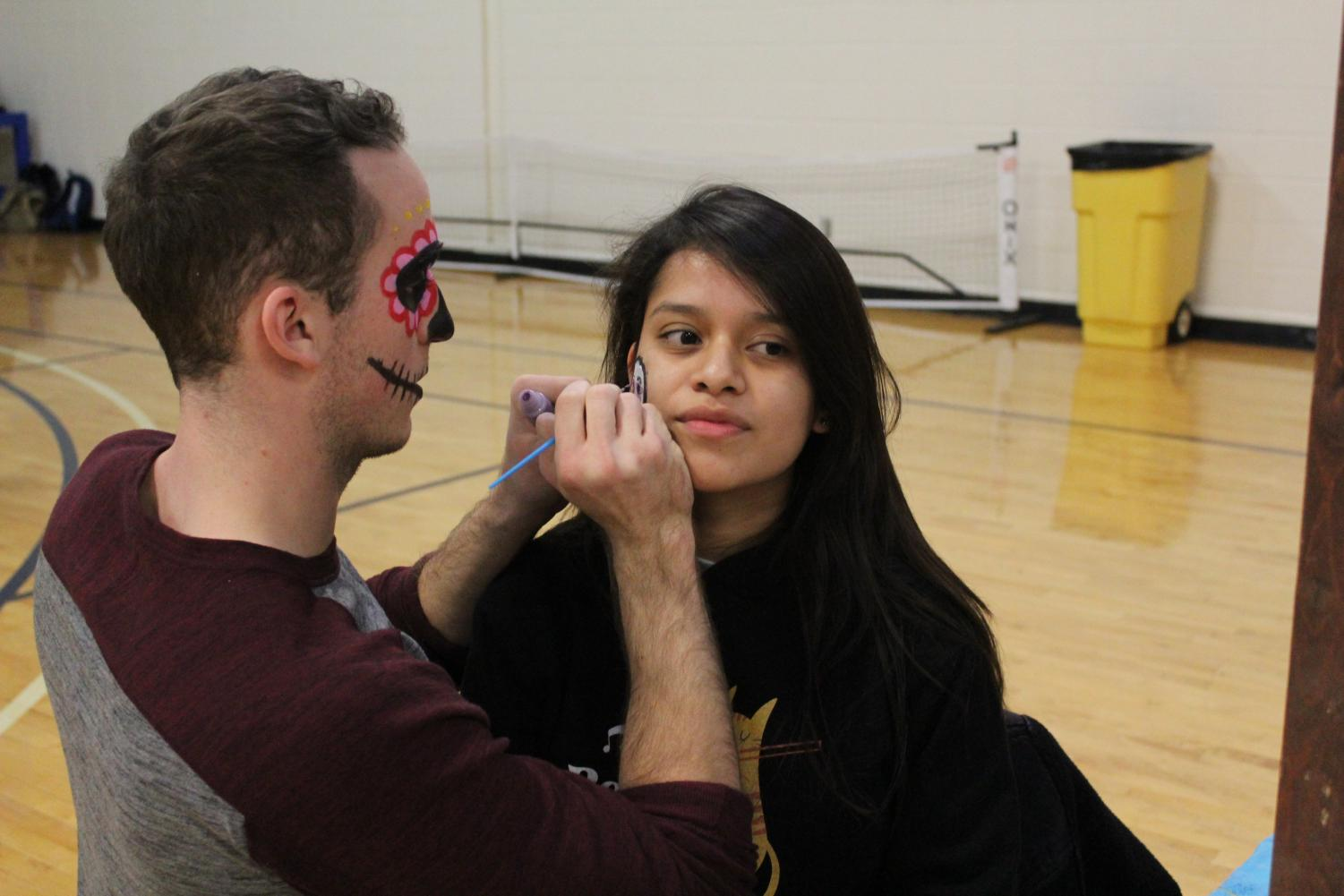 Colton  Schlines ('21) provides face painting for Jasmin Arias ('21).