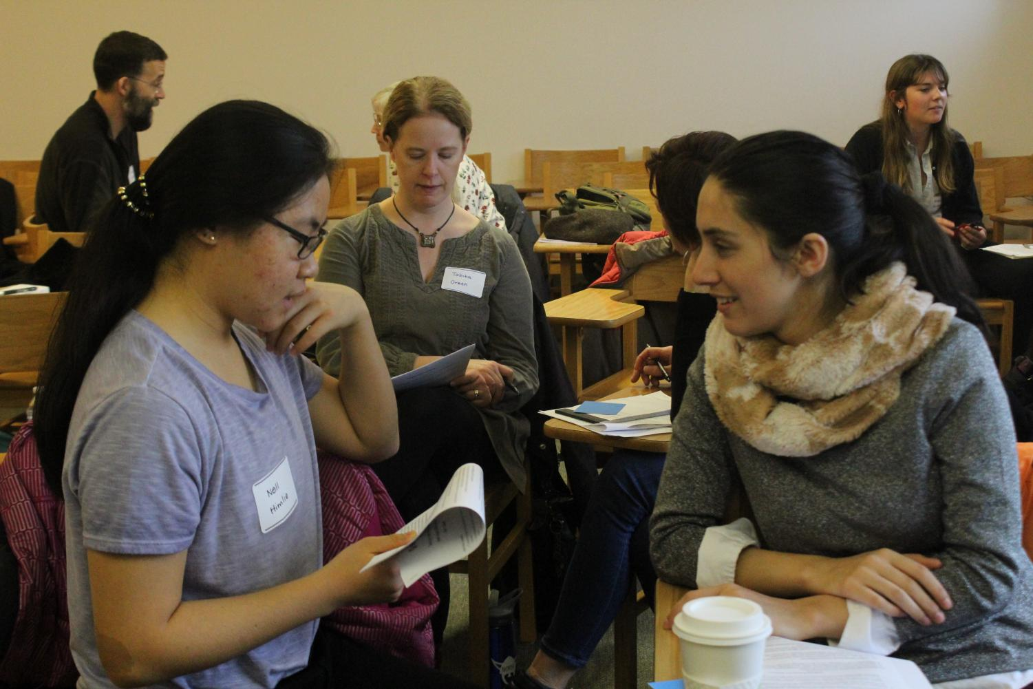 Noor Bibi ('21) and Nell Himlie ('21) engage in a discussion during the Better Angels Workshop on Saturday, Dec. 1.