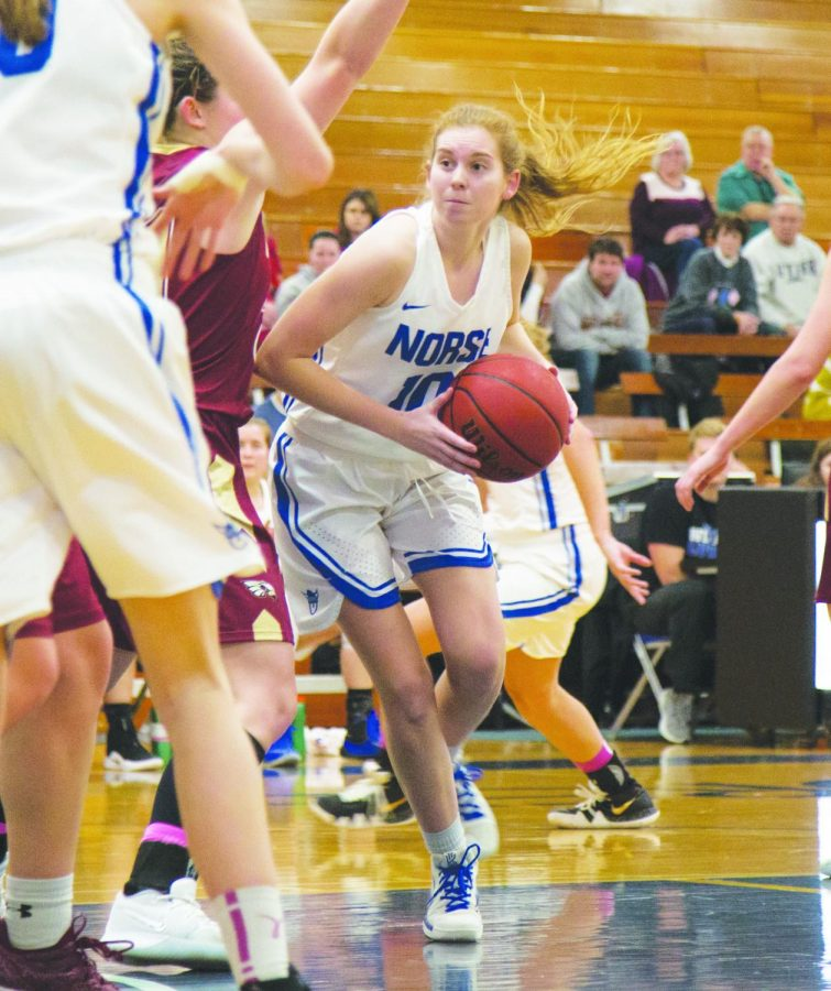 Anna Edel ('19) looks to pass at a season game against Coe College on Feb. 2.