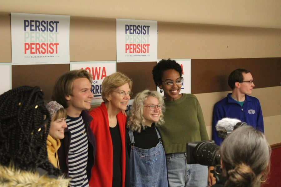 Warren+stayed+to+take+pictures+with+everyone+who+wanted+pictures+with+her+after+she+spoke.%09+++++++++++