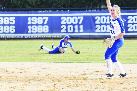 Softball rallies 1-1 against Wartburg