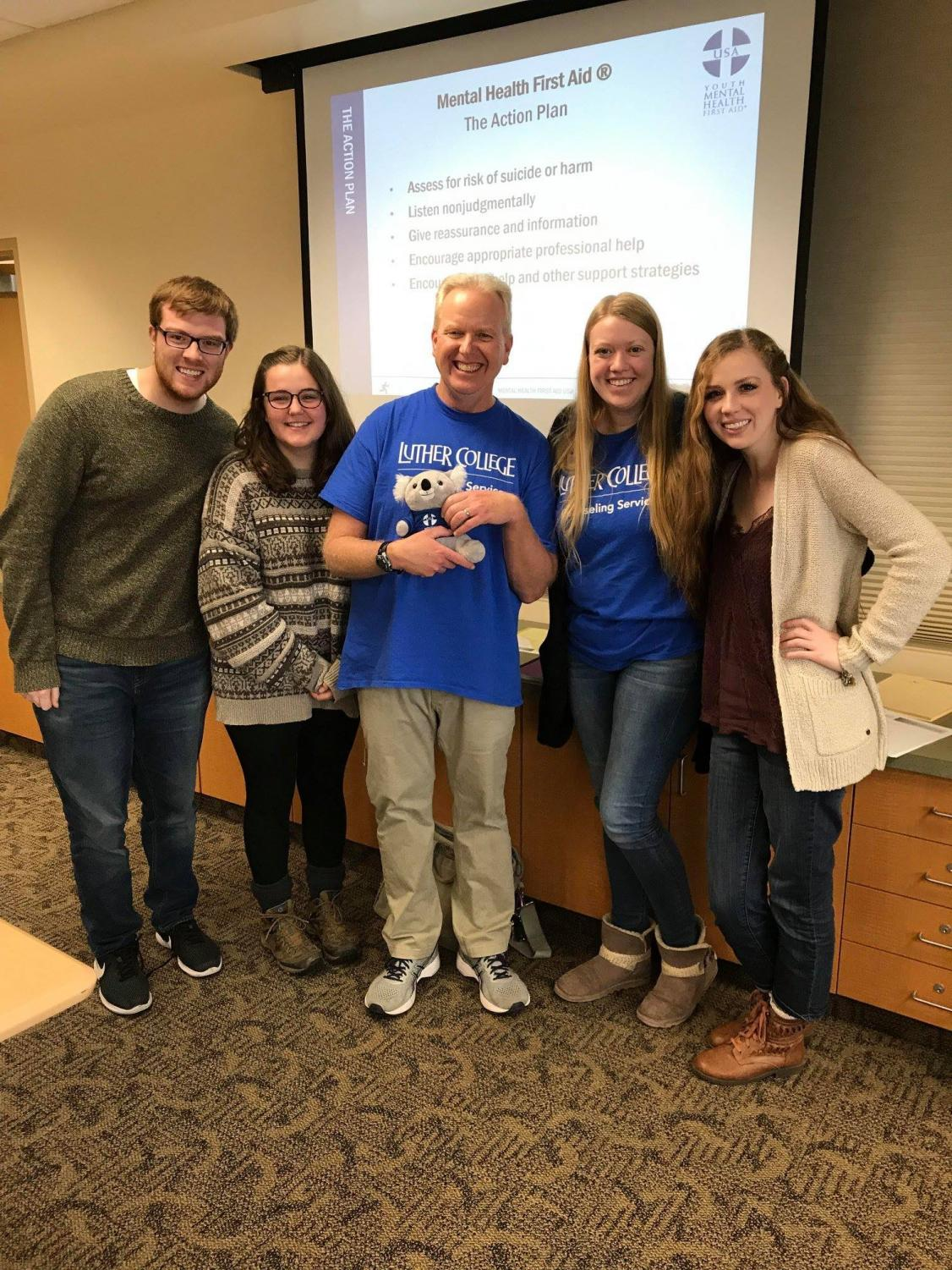 Tyler Zeimet ('19),  Neve Heimer-Lang ('19), Stu Johnston, Mimi Finger ('19) and Maren Phalen ('19) support students with their work in counseling services.