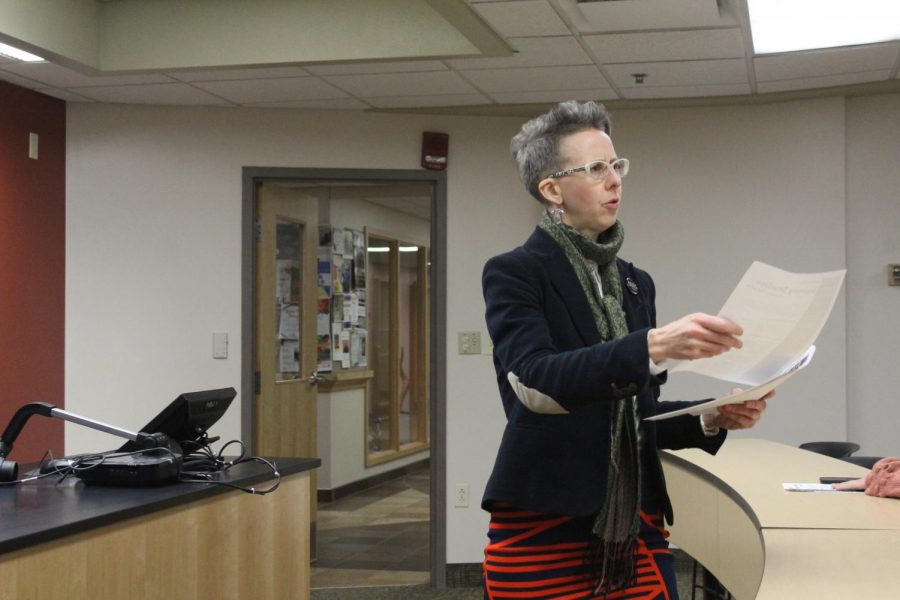 Associate+Professor+of+Philosophy+Holly+Moore+hands+out+informational+fliers+at+the+identity+studies+student+forum+on+Nov.5.