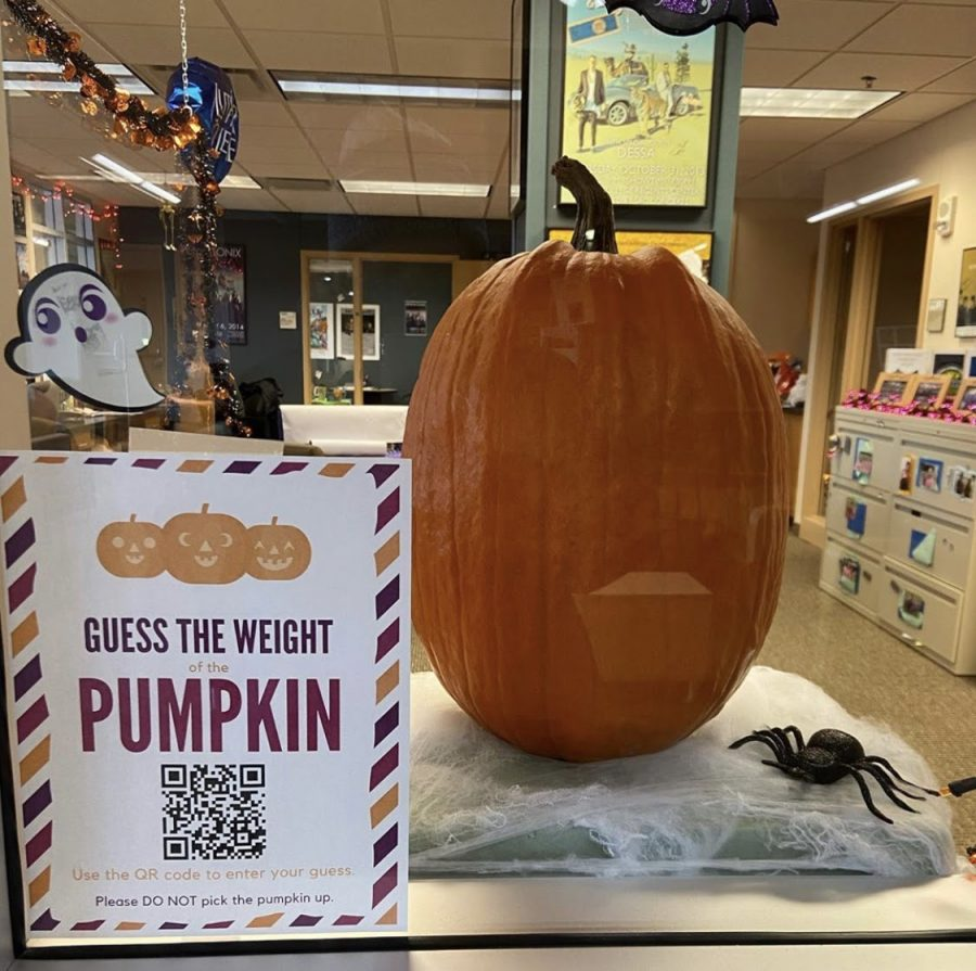 Students+could+guess+the+weight+of+a+pumpkin+to+win+a+prize.