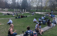 Luther students share a meal outside.