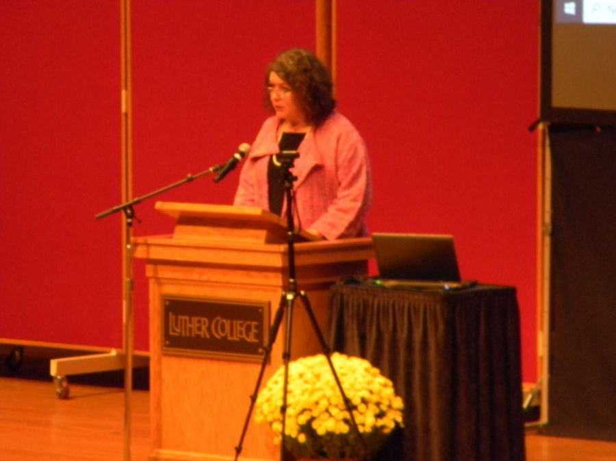 Dr. Amy Weldon delivering her introductory remarks for Farwell Distinguished Lecturer Geraldine Brooks